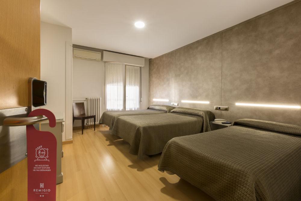 Hostal Remigio Tudela habitación triple 01